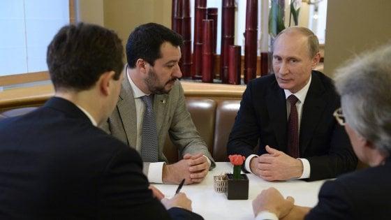 """Aiuti alla Lega dalla Russia, il Pd: """"Chiarire immediatamente"""". Ma Salvini smentisce: """"Querelo"""""""