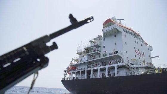 Iran, navi di Teheran tentano sequestro di una petroliera: bloccate dalla Royal Navy