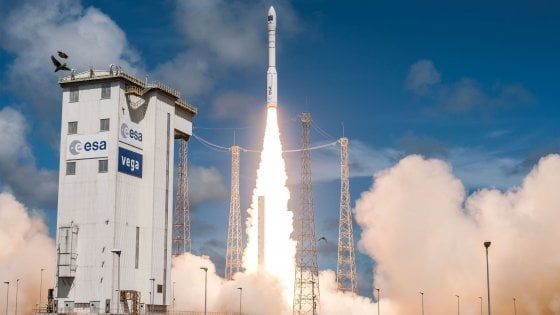Anomalia dopo decollo, il razzo Vega rientra a Terra