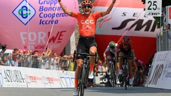 Ciclismo, Giro donne: Vos cala il tris. Van Vleuten sempre in maglia rosa