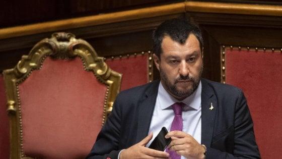 Decreto sicurezza bis, prima lo scontro poi le norme vengono riammesse. Resta gelo Salvini-Fico