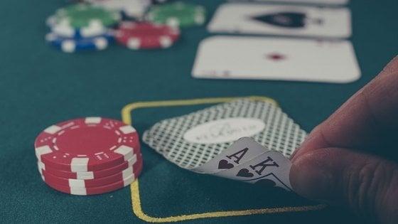 Poker, l'intelligenza artificiale ha imparato a bluffare. E vince