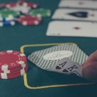 Poker, l'intelligenza artificiale ha imparato a bluffare. E vince