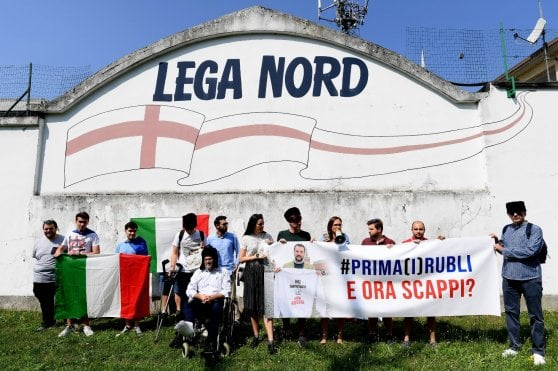 """Fondi russi alla Lega, Salvini: """"Savoini? Non l'ho invitato io"""". Sensi (Pd): """"Erano insieme a due conferenze stampa"""". Al vaglio pm rogatoria"""