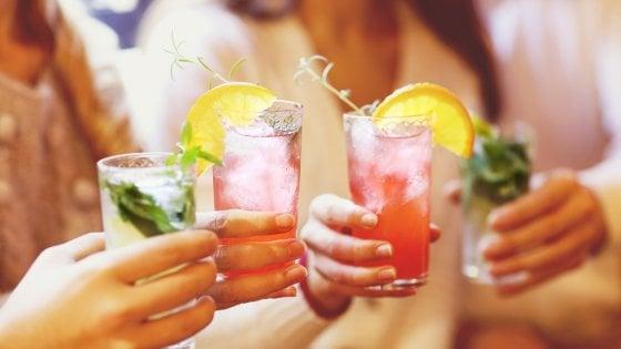 Fiori, agrumi, freschezza e colore: il brivido dell'estate in un drink