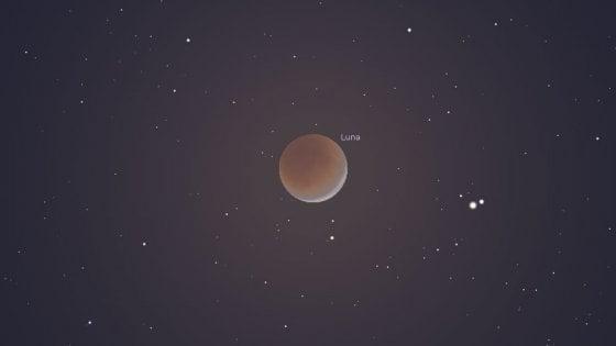 L'eclissi di Luna, le stelle cadenti e i pianeti giganti: lo spettacolo nel cielo di luglio