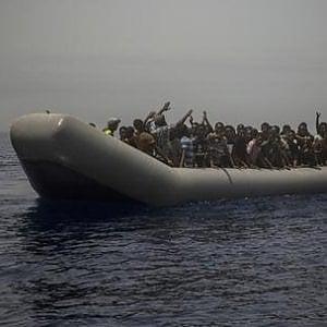 """Migranti, recuperati 72 corpi del naufragio dell'1 luglio in Tunisia. Erano partiti dalla Libia verso l'Italia: Unhcr e Oim: """"Le navi europee riprendano i soccorsi"""""""