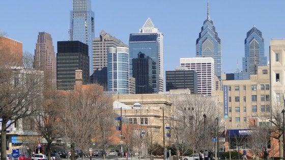 Philadelphia, linciato dalla folla dopo aver rubato un'auto con tre bambini a bordo