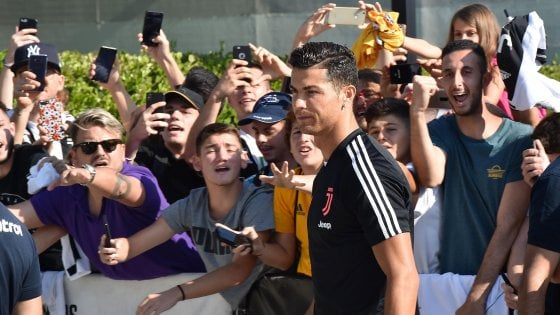 "Juventus, è arrivato Ronaldo. De Ligt quasi... L'Ajax conferma: ""Trasferimento imminente"""