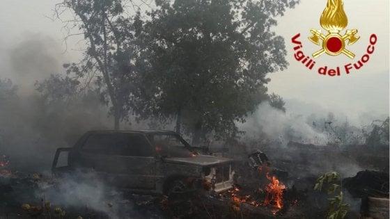 Sardegna, incendio nella zona di Tortolì: evacuate case e due campeggi