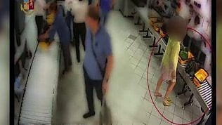 Ruba Rolex in aeroporto: i filmati smascherano l'imprenditrice, è l'ad valdostana della Cogne Acciai