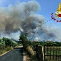Incendi, in Sardegna distrutti 700 ettari. In fiamme l'Argentario, in Toscana