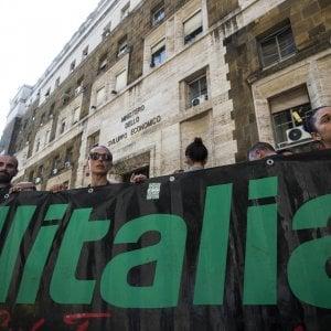 Ultima chiamata per Alitalia, settimana decisiva per Carige