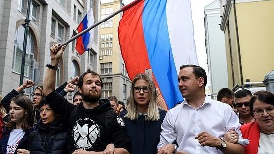 """Mosca, 38 fermi alla protesta per """"elezioni oneste"""""""