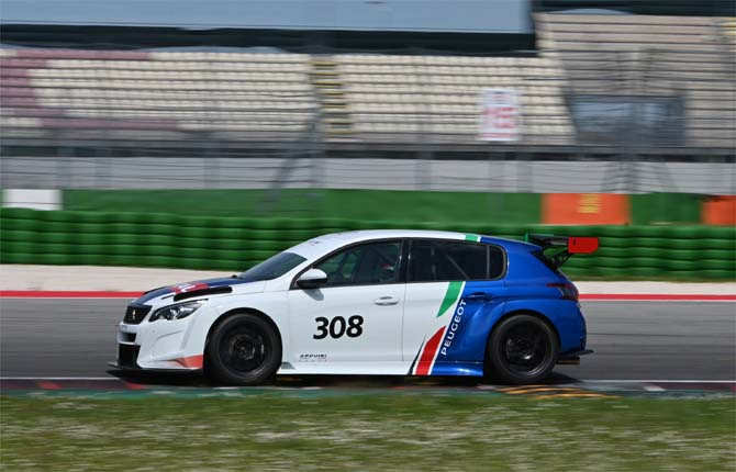 """""""Vita dai box con Peugeot 308 Tcr"""", non solo gare"""