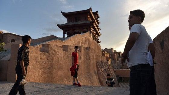 Cina. Lo Xinjiang degli Uiguri è uno spot da cartolina. Ma sullo sfondo c'è lo spettro della pulizia etnica