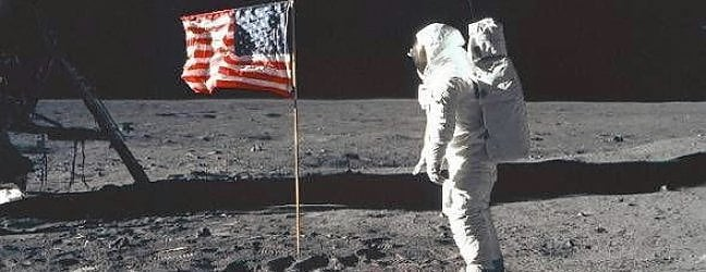 L'uomo sulla Luna, lo sbarco impossibile che oggi fa sognare Marte di MATTEO MARINIIl commento Perché ci torneremo di LUCA FRAIOLIIl racconto interattivo a cura di GEDI VISUALLo speciale a cura di GAIA SCORZA BARCELLONA e GIANLUCA MORESCO