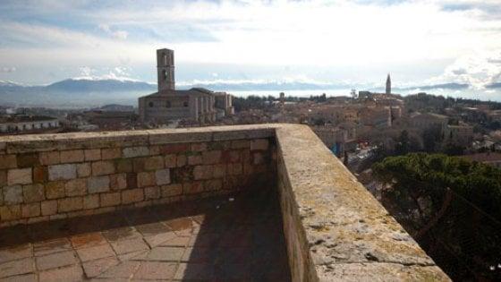 Perugia: muore una ragazza cadendo dalle mura
