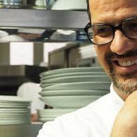 Antonio Guida, lo chef dal cuore grande che apre casa sua e cucina per beneficenza