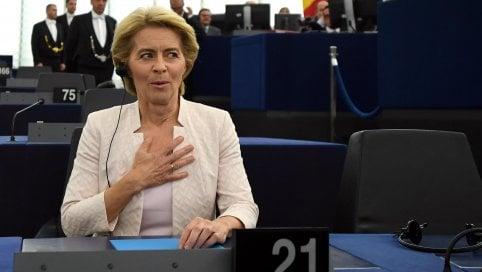 Von der Leyen presidente della commissione Ue per soli 9 voti: decisivi i cinque stelle video