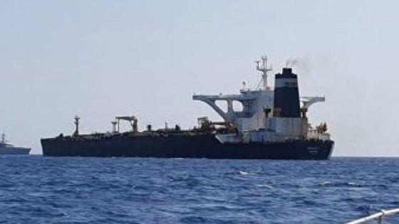 """Stretto di Hormuz, scompare petroliera. Gli Usa accusano l'Iran che risponde: """"L'abbiamo soccorsa"""""""
