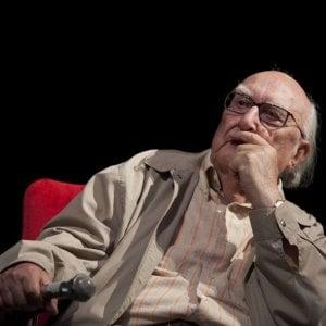 """Morto Camilleri, le lacrime per l'addio. Luca Zingaretti: """"Addio maestro e amico"""""""