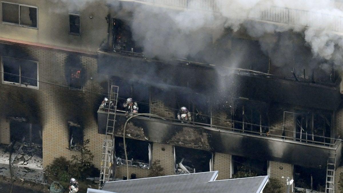 Giappone, appicca incendio in un famoso studio di produzione anime e manga: 33 morti nel rogo