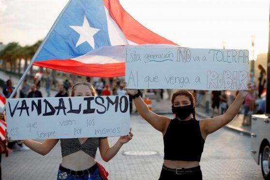 """Porto Rico, in migliaia sfilano contro governatore omofobo. Ricky Martin al corteo: """"Dimettiti"""""""