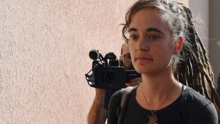 """Carola Rackete in tribunale. """"Ho spiegato tutto. L'Ue deve farsi carico dei profughi"""" video di G.RUTA"""
