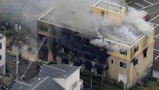 Appicca incendio in studio di produzione di cartoni animati e fa strage: 33 mortivideo