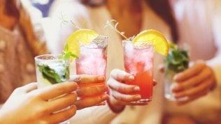 Fiori, agrumi, freschezza e colore: il brivido dell'estate in un drink (anche analcolico) di LARA DE LUNA