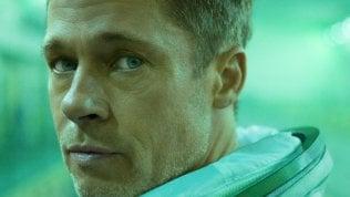 Il ritorno di Brad Pitt: con la tuta spaziale alla ricerca del padre