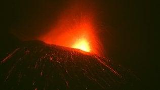 Etna, nuova fase eruttiva. Fontane di lava da uno dei crateri