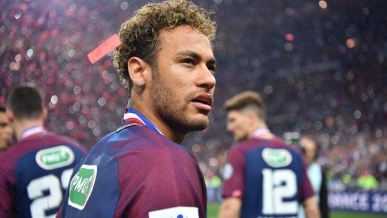 """Calcio, Neymar vuole lasciare il Psg. I giornali spagnoli: """"Contatto con la Juventus"""""""