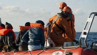 """Lampedusa, proseguono gli """"sbarchi fantasma"""": arrivati altri 49 migranti a bordo di due barchini"""