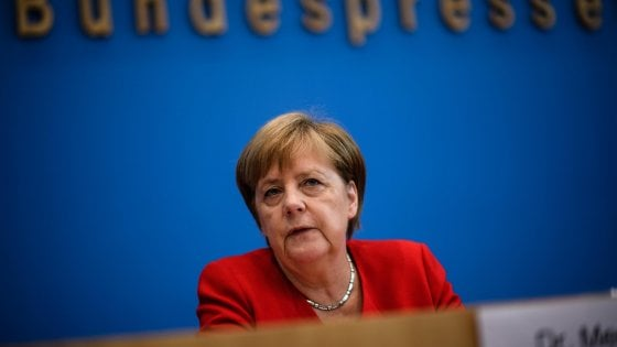 """Merkel: """"I contatti tra la Russia e partiti populisti suscitano preoccupazione"""""""
