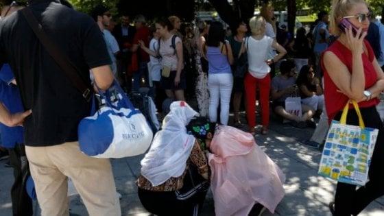Terremoto in Grecia, paura ad Atene: scossa 5,1. Gente in strada, nessun danno all'Acropoli
