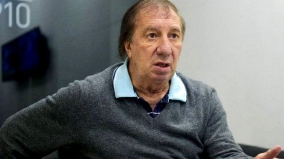 Argentina, Carlos Bilardo operato d'urgenza: è grave