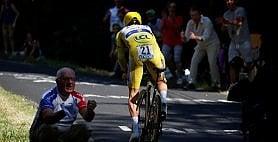 Alaphilippe, capolavoro in giallo: vince la crono di Pau, ora la sfida sul Tourmalet