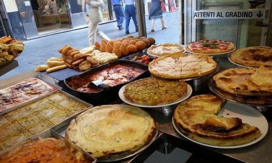 Focacce, fritti e forni d'autore: lo street food tra i vicoli di Genova