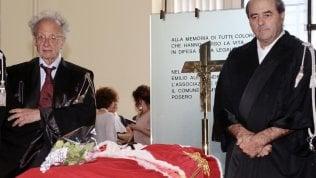 L'ultimo saluto a Borrelli, Di Pietro rimette la toga e si commuove video