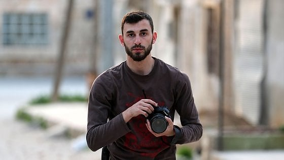 Siria, morto in bombardamento il fotografo e volontario civile Anas al-Dyab: era 'un eroe' degli Elmetti Bianchi