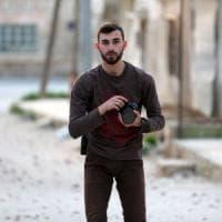 Siria, morto in bombardamento il fotografo e volontario civile Anas al-Dyab: era 'un...
