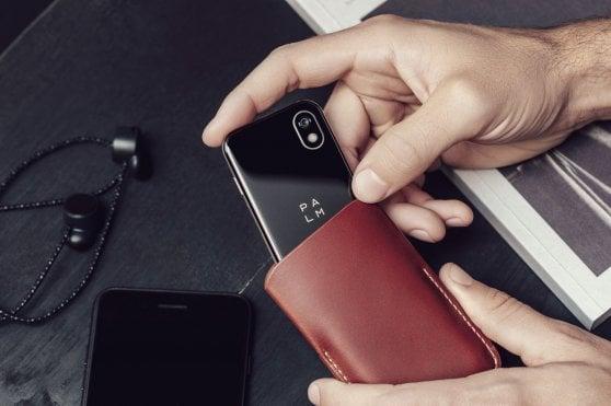 Più piccolo ma sempre smart: il cellulare torna in tasca