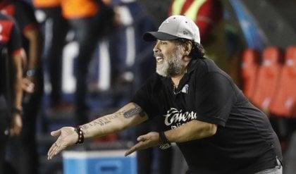 Il benvenuto di Maradona a De Rossi ''Maglia Boca come sangue S. Gennaro''