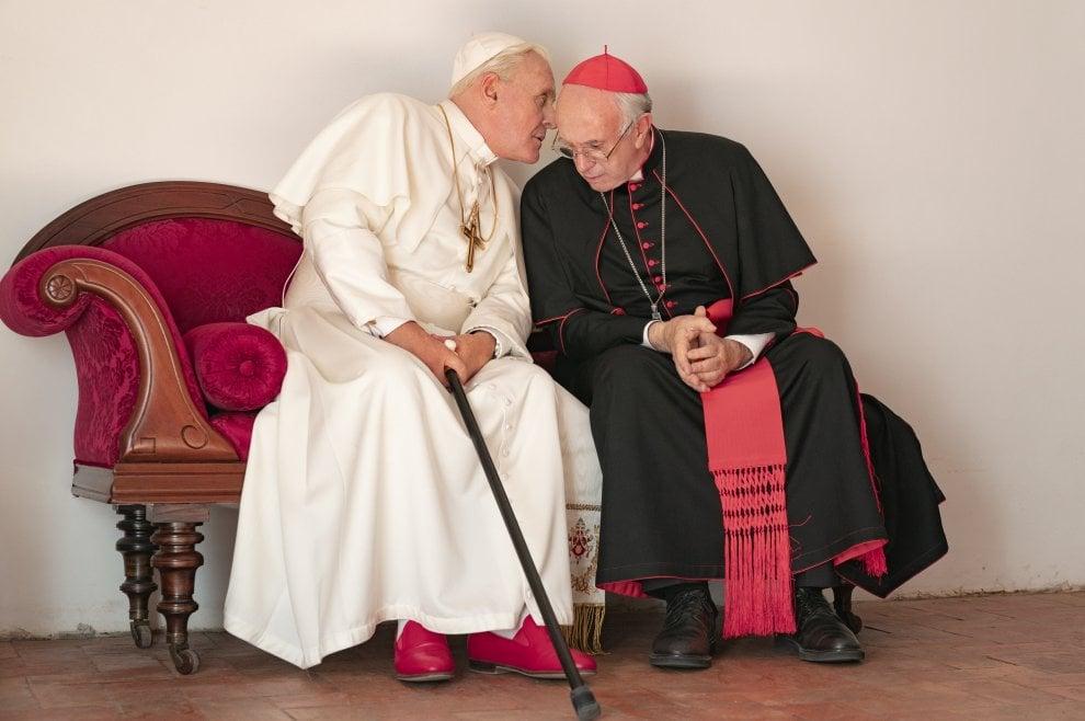 'The two popes' la prima foto con Jonathan Pryce e Anthony Hopkins