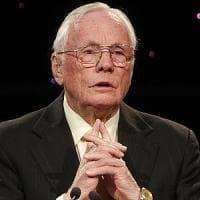 Usa, l'accordo segreto sulla morte di Neil Armstrong: sotto accusa, l'ospedale pagò alla...