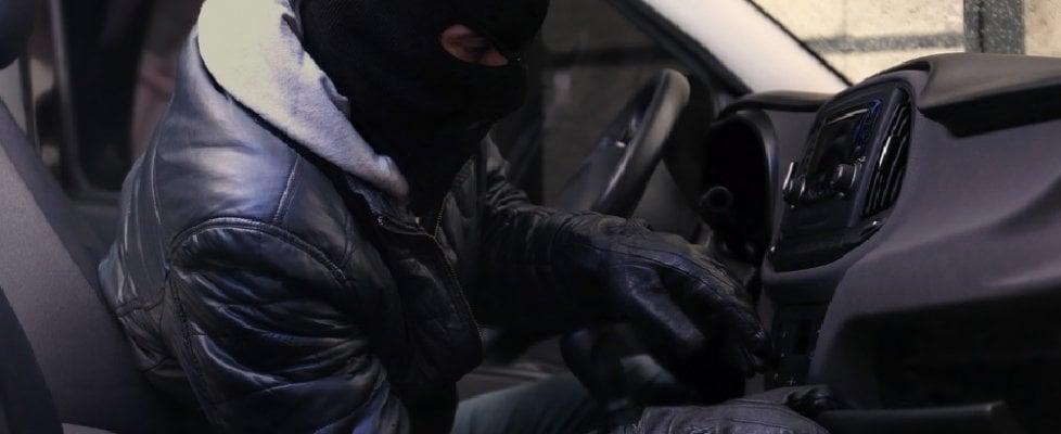 Aumentano i furti d'auto, ecco come non farsi rubare la macchina