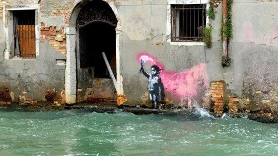 """Venezia, Banksy indagato per murales: chiesta l'archiviazione. """"E' un'opera d'arte"""""""