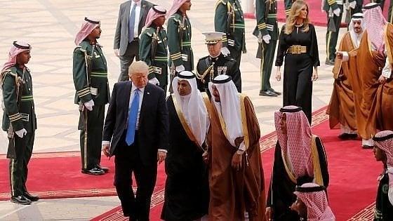 Trump pone il veto sulla legge che blocca la vendita di armi ai sauditi. Aveva firmato vendite militari a Riad per 110 mld